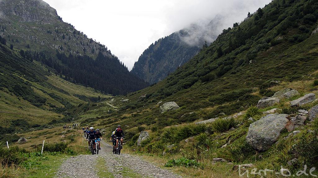 Weiter hinauf, zusammen mit anderen Alpencrossern