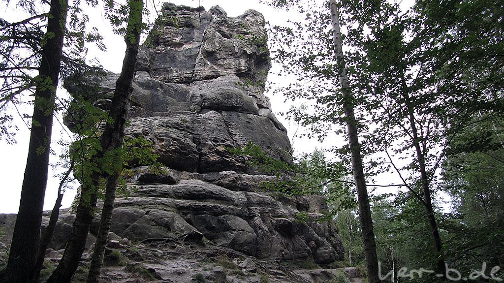 Kletterfelsen im Wald