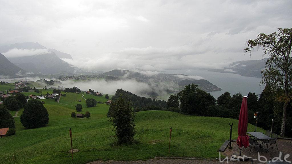 Regen und Wolkenfetzen am Morgen