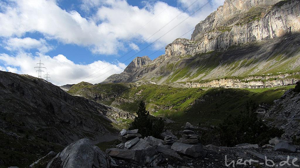 Steinhaufen und Bergformationen