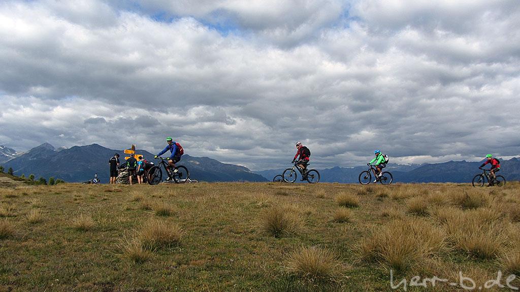 Bikergruppe auf dem Gebidumpass