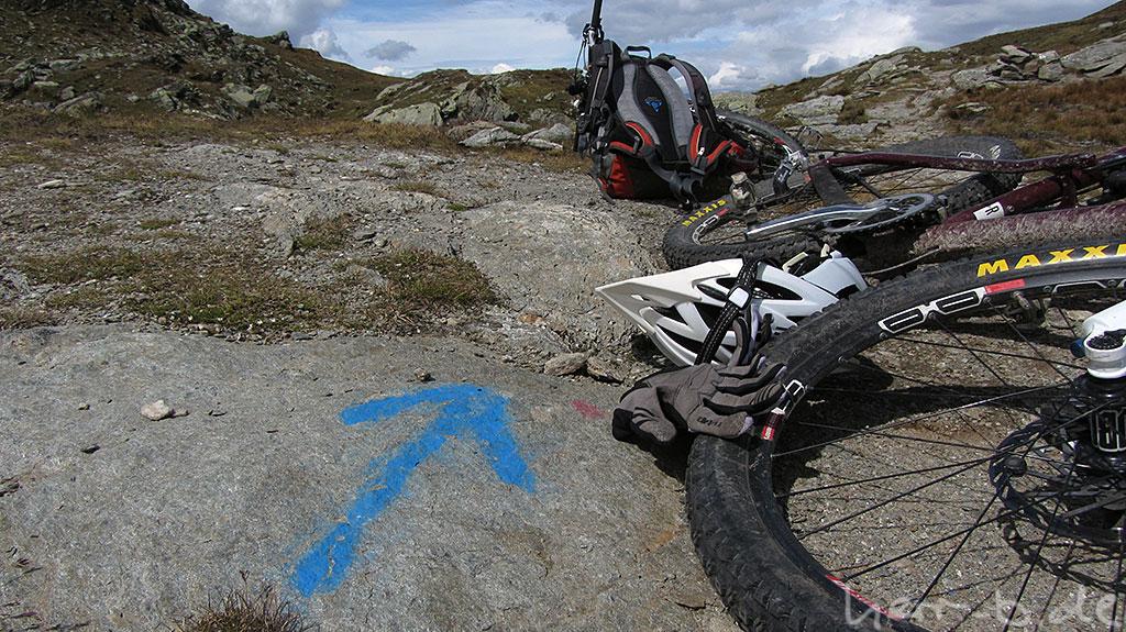 Wegweiser am Bistinepass