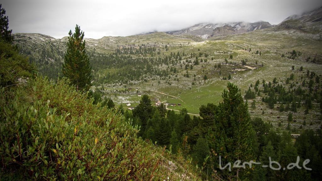 Blick runter zur Lavarellahütte, wo man vor wenigen Minuten gestartet ist.