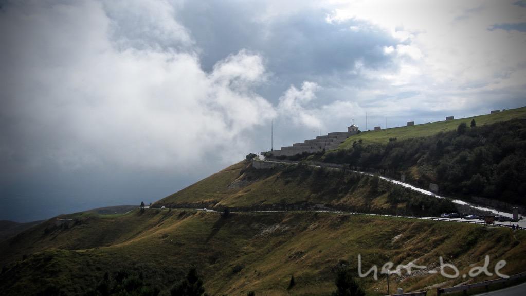 Kurzes Wolkenloch am Monte Grappa.
