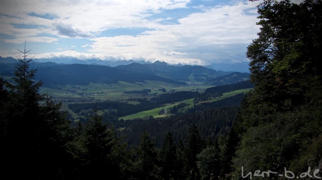 Bergpanorama mit den ersten dunklen Wolken.