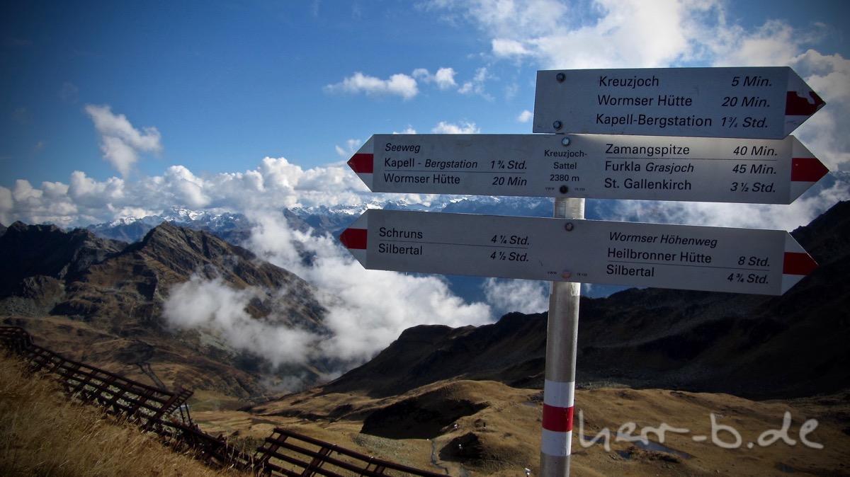 Auf dem Kreuzjoch (2380 m).