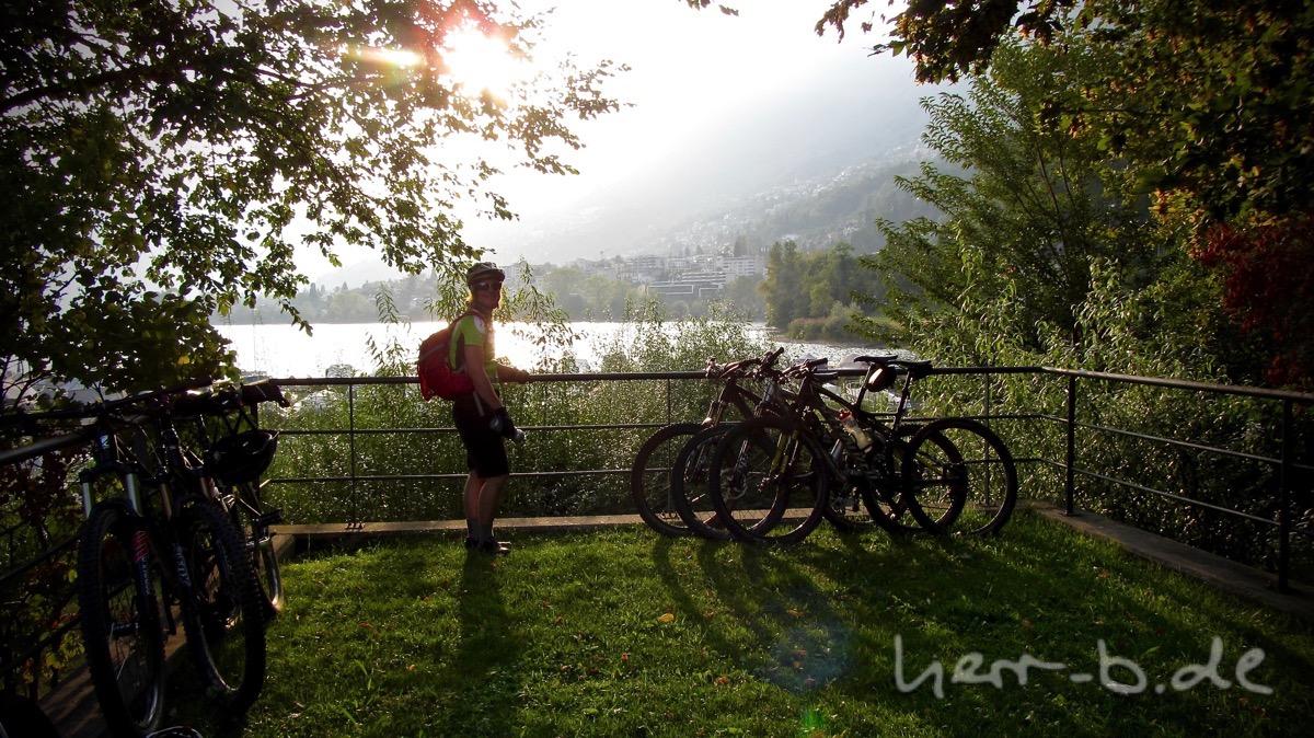 Ziel erreicht - Abendsonne am Lago Maggiore.