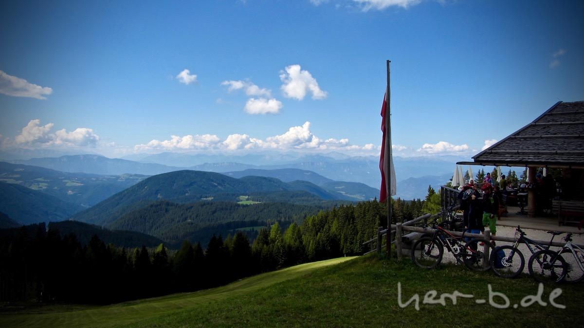 Ausblick mit Messnerhütte.