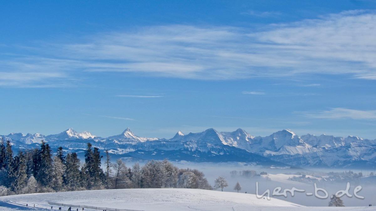 Das Berner Oberland vom Gurten aus.