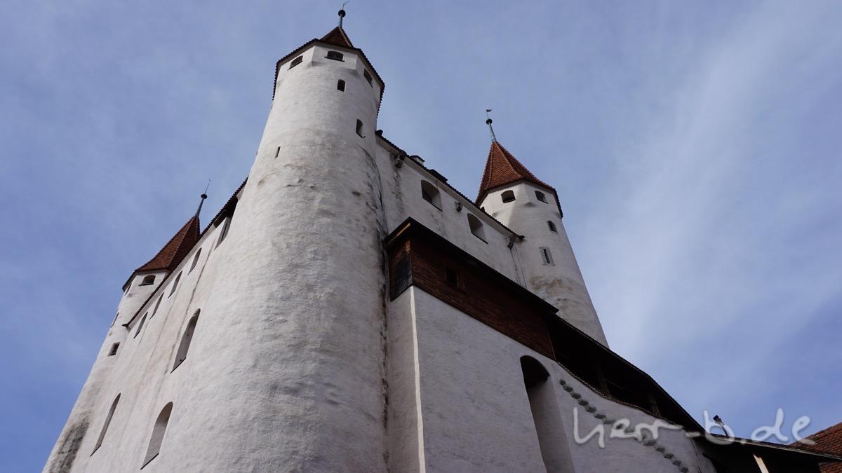 Schloss Thun von unten.