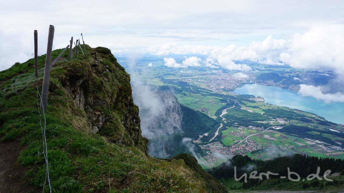 Ausblick vom Niesen auf Thun.