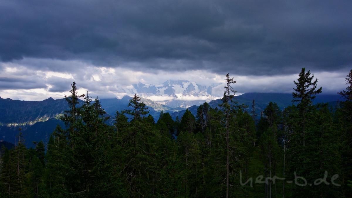 Viertausender zwischen den Wolken.