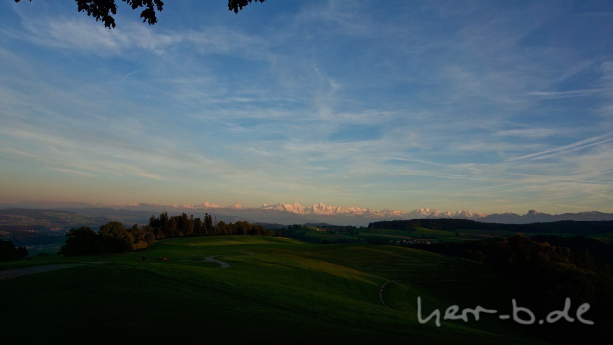 Das Berner Oberland im schönsten Abendlicht.