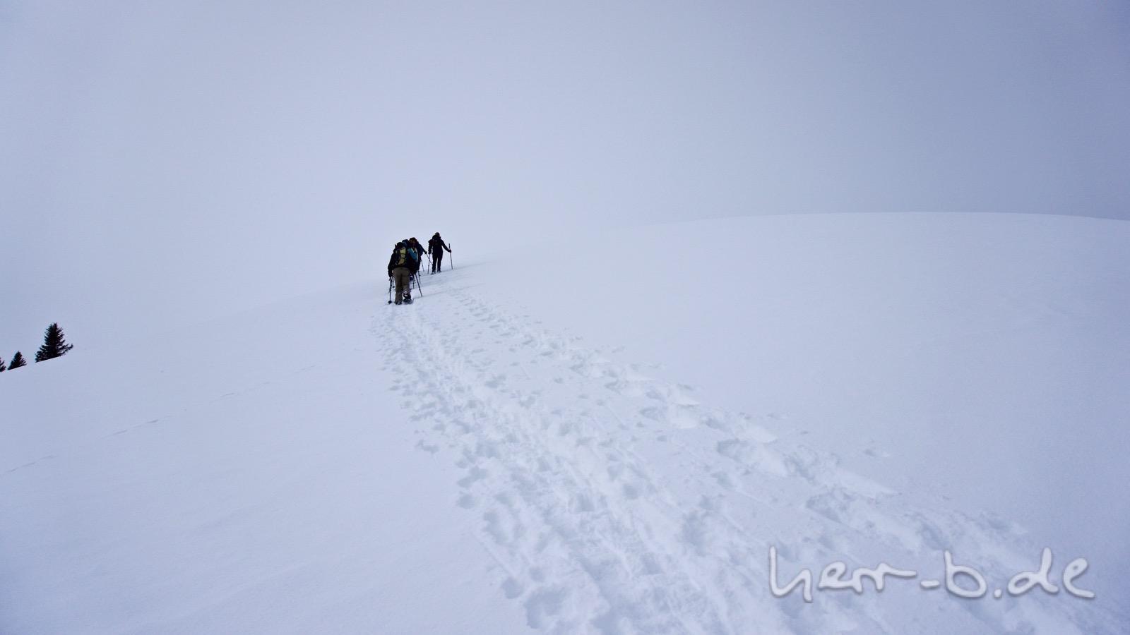 Wanderer im weißen Nirgendwo.