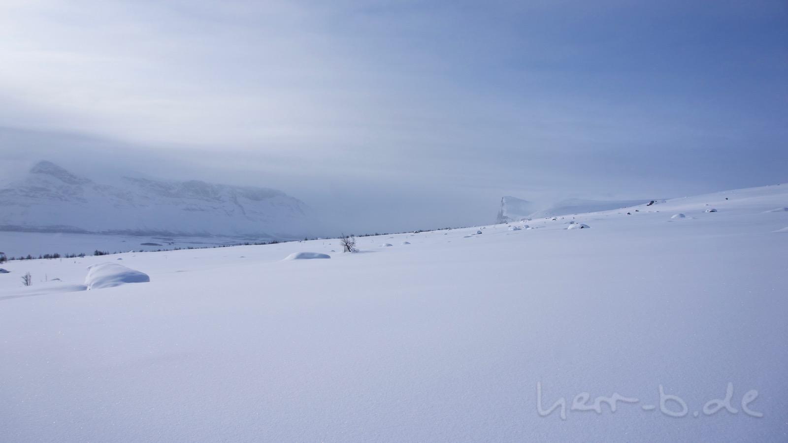 Erster Blick auf den Berg Skierffe.