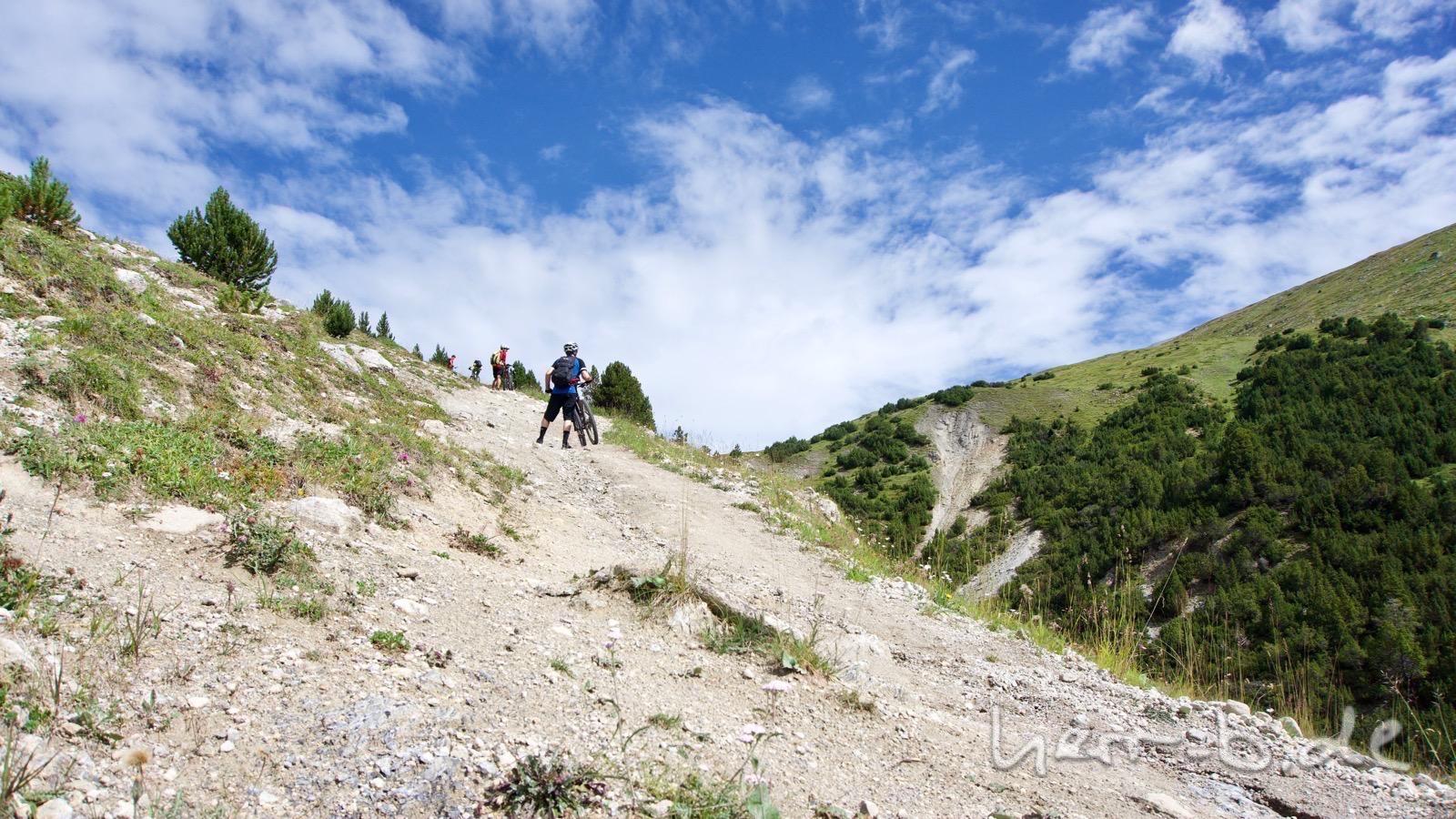 Steile Schiebepassage vom Val Mora zur Fuorcla del Gal.