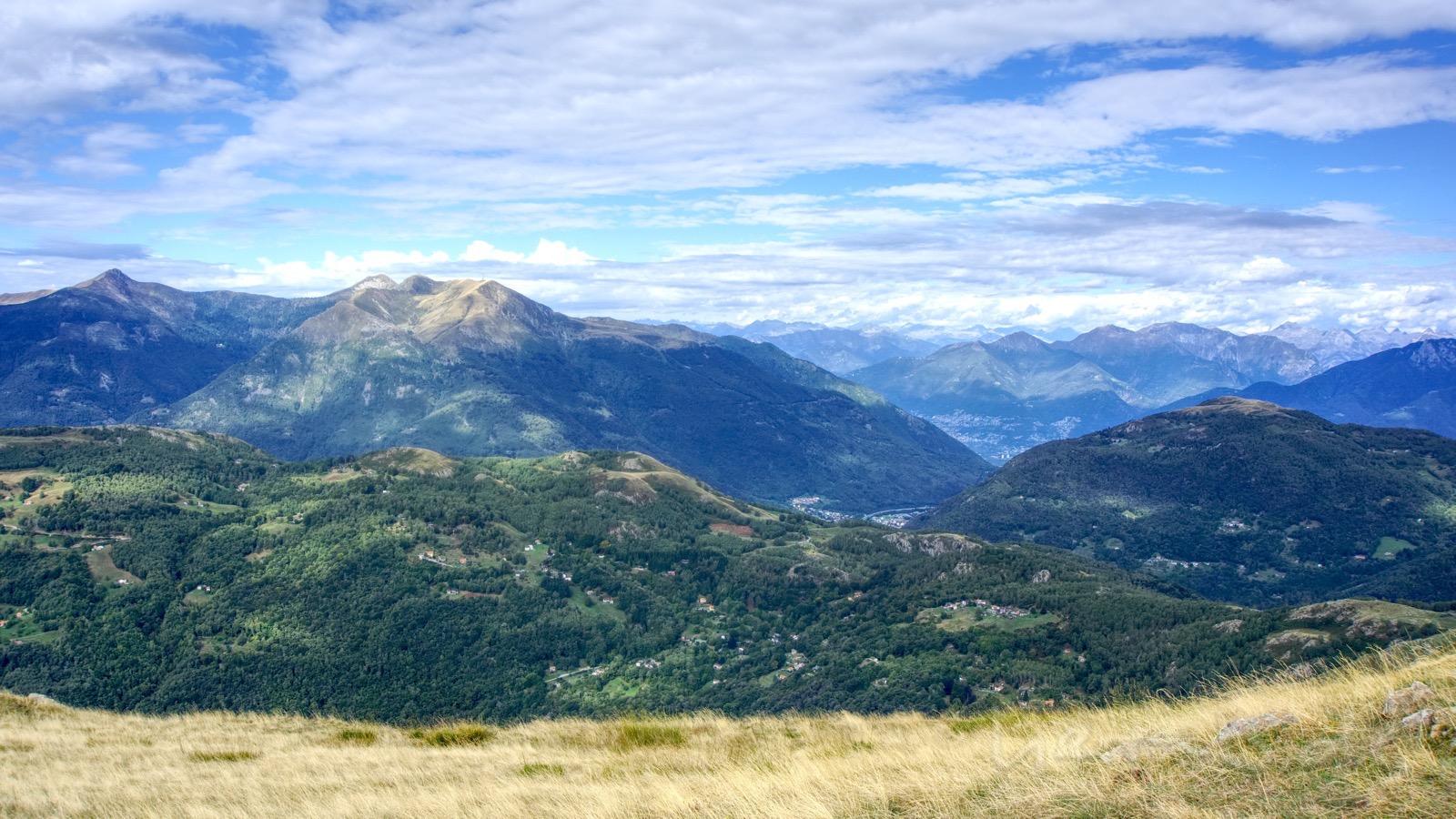Sicht vom Motto della Croce zum Monte Tamaro.
