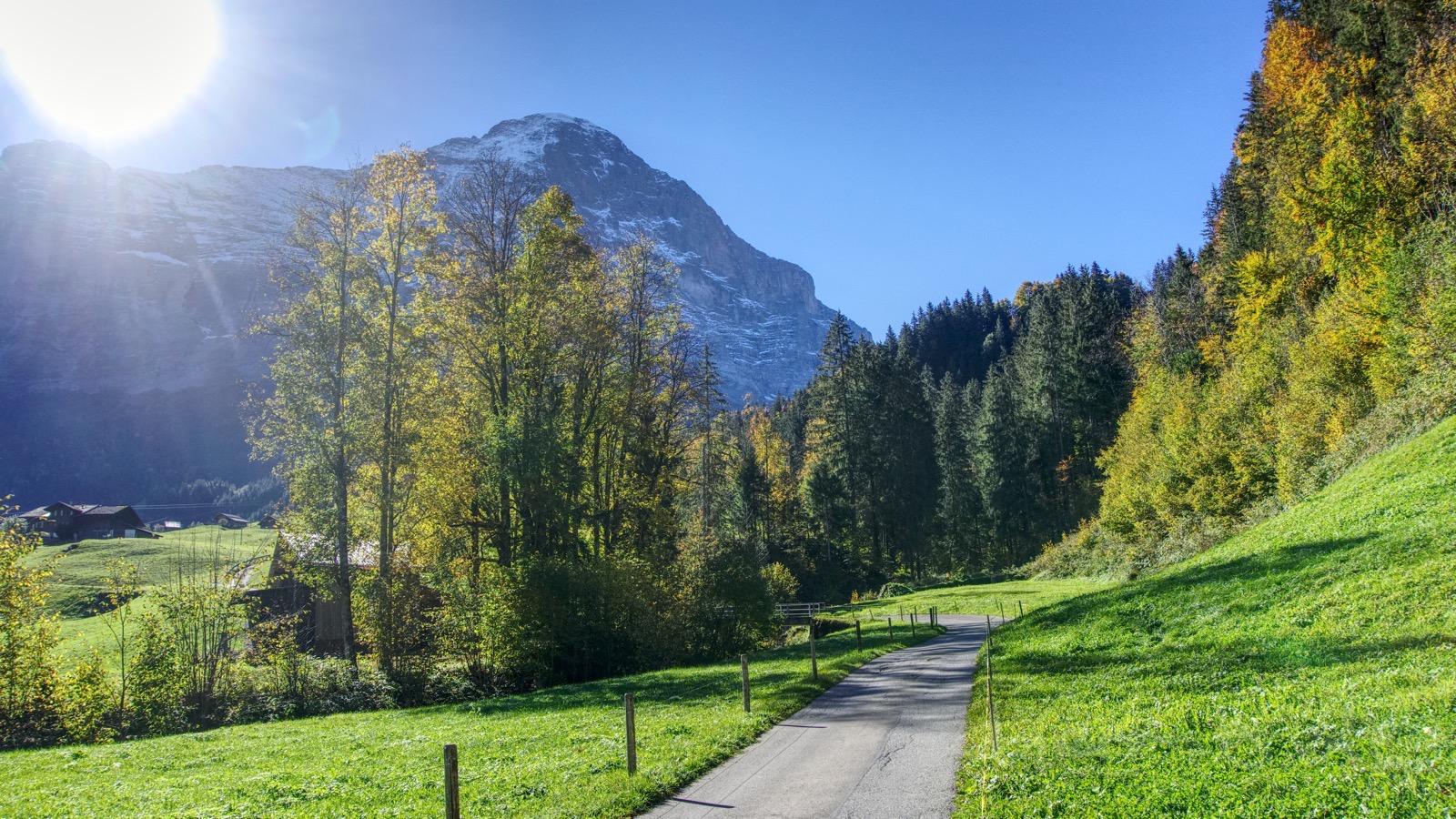 Der erste Blick auf die Eiger-Nordwand kurz vor Grindelwald.
