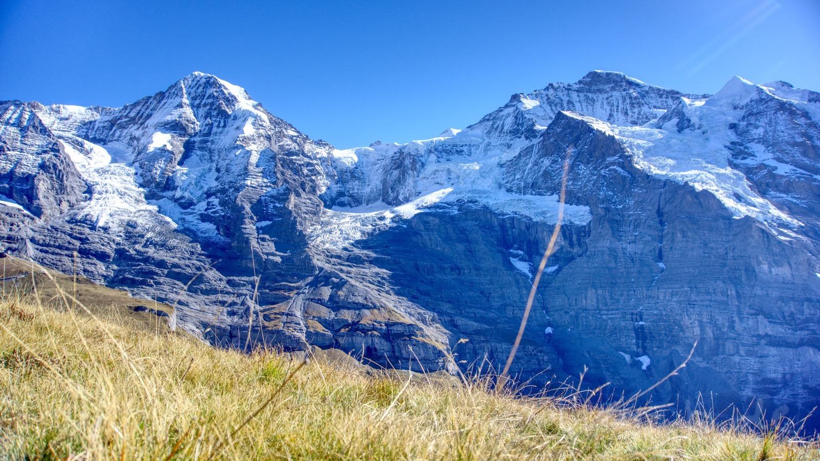 Blick auf das Jungfraujoch mit seiner Bahnstation.