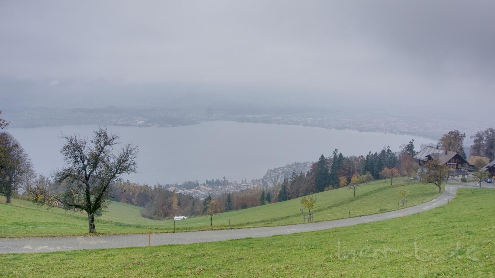Grauer Ausblick auf Thun nach zwei Stunden Kletterei.