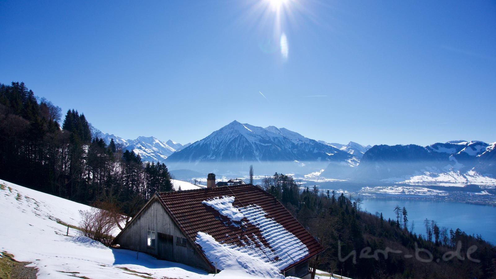Der Niesen in der Wintersonne.