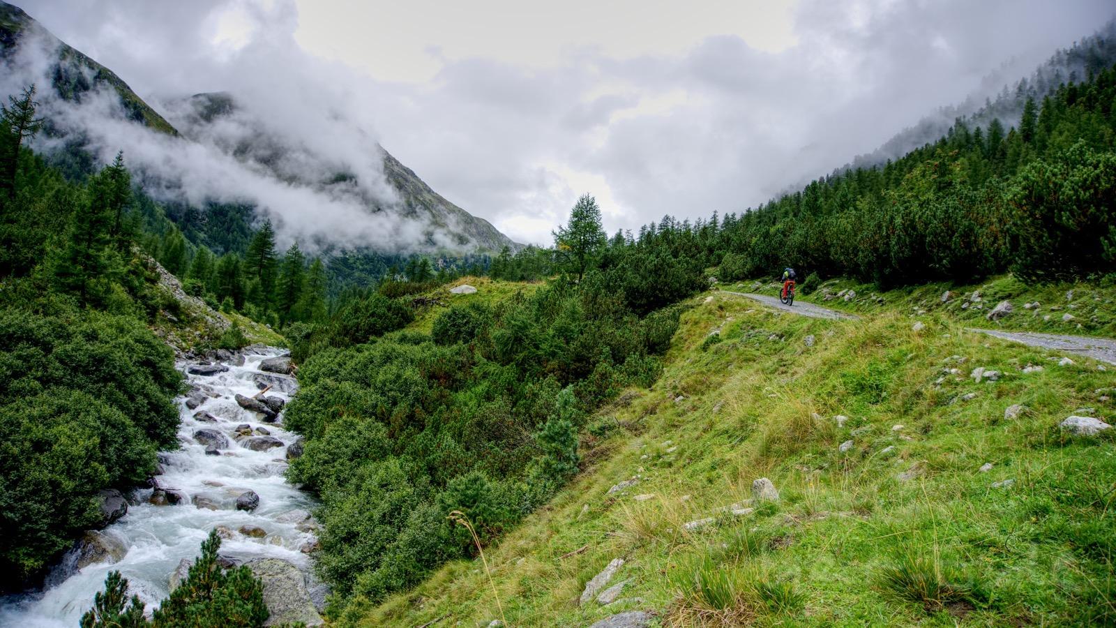 Anstieg zur Alp Funtauna.