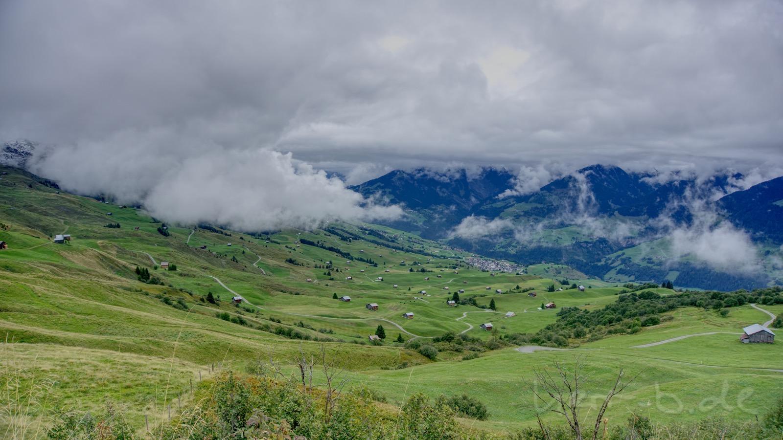 Wolken ziehen ins Val Lumnezia.
